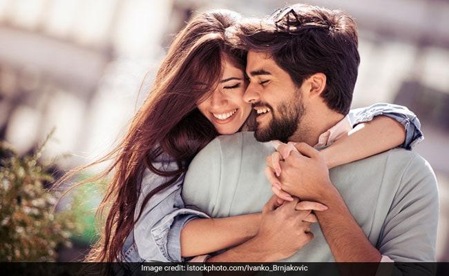 Valentine's Day Shayari: 14 फरवरी की ये शायरी सुन, आपके बॉयफ्रेंड/गर्लफेंड कहेंगे- वाह क्या बात है!