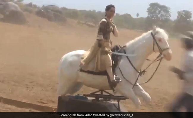 'Manikarnika' में कंगना रनौत ने इस तरह चलाया था घोड़ा, Video हुआ वायरल