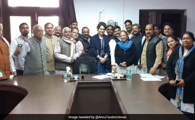 प्रियंका गांधी की 16 घंटे चली बैठक सुबह 5.30 बजे हुई खत्म, कहा- मुझसे नहीं, राहुल से है PM मोदी का मुकाबला