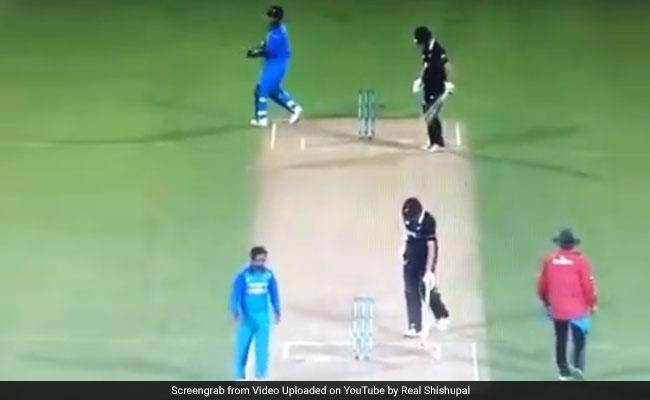 IND vs NZ: एमएस धोनी ने विकेट के पीछे दी मराठी में Advice, केदार जाधव को बोला- 'पुढे नको भाऊ…', देखें VIDEO