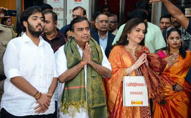 Mukesh Ambani, Wife Nita Offer Son Akash's Wedding Card At Siddhivinayak