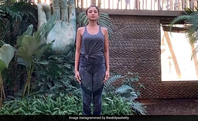 बॉलीवुड एक्ट्रेस शिल्पा शेट्टी ने पार्क में यूं किया योगा, Video हो गया वायरल