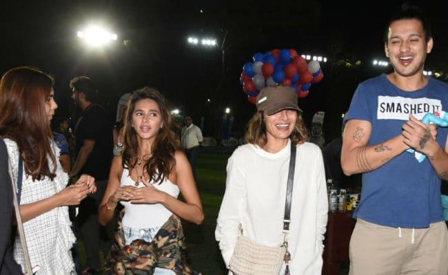 Pic Of Farhan Akhtar's Girlfriend Shibani Dandekar With His Ex Wife Adhuna Bhabani Goes Viral