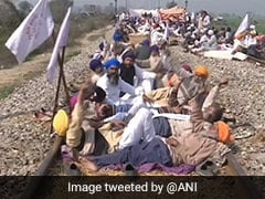 Protesting Farmers Call Off Amritsar-Delhi Railway Blockade After 2 Days