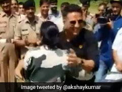 <i>Kesari</i>: Akshay Kumar Gets To Try Out His Kickboxing Skills With BSF Jawans