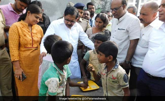 Karnataka Deputy Chief Minister Inspects Food Provided At Indira Canteens