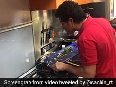 Sachin Tendulkar बना रहे थे बैंगन का भरता, तभी चाकू से कट गई उंगली ! - देखें Video