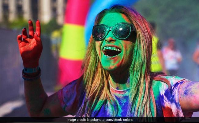Holi 2019: होली के रंगों को हटाने के 10 आसान तरीके