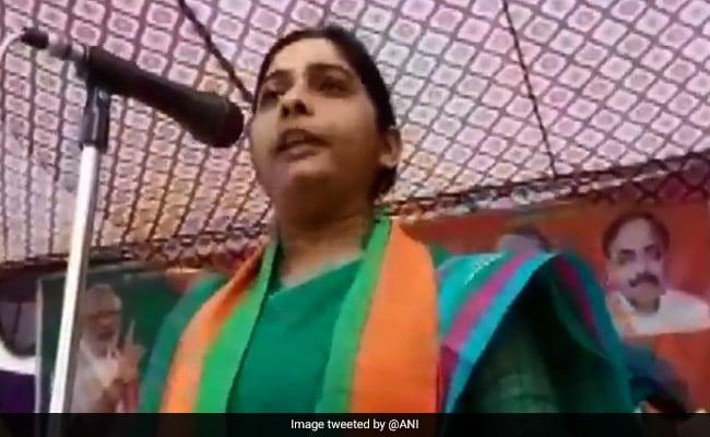 बदायूं की BJP उम्मीदवार बोलीं- ...मैं उनसे बड़ी गुंडी बन जाऊंगी तो SP नेता बोले- कोई गुंडी बने या ठुमके लगाए वो उनका पेशा है
