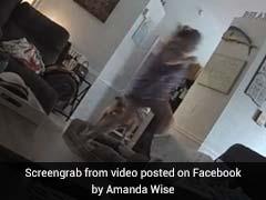 घर के अंदर कपड़ों के नीचे रेंग रहा था जहरीला सांप, महिला की निकल पड़ी चीखें, देखें VIDEO