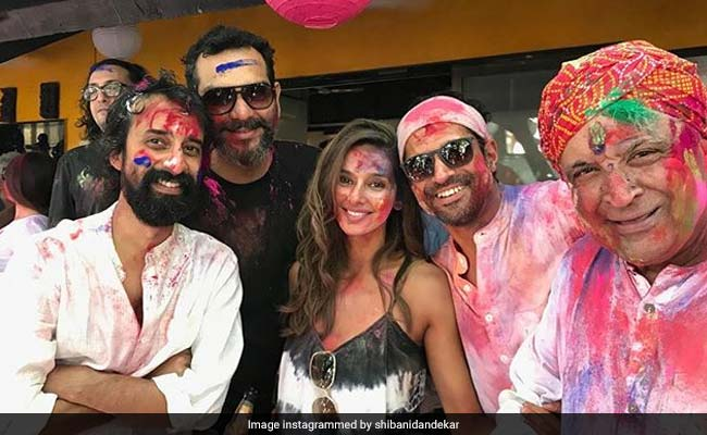 Shibani Dandekar Posts Adorable Holi Pic With Farhan And Javed Akhtar