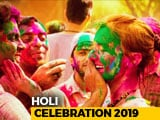 Video : Foreign Tourists Celebrate Holi In Delhi