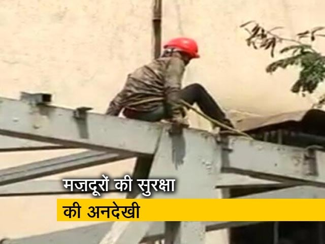 Video : गिराया जा रहा है मुंबई CST स्टेशन के पास फुटओवर ब्रिज