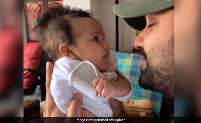 रोहित शर्मा ने बेटी के लिए गाया Gully Boy रैप, पत्नी बोलीं - मेरी 9 महीनों की मेहनत बेकार, देखें मज़ेदार Video