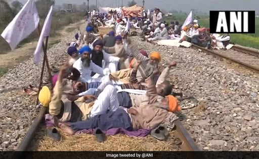 पंजाब में किसान पटरियों से हटे, जल्द ही ट्रेन सेवाएं शुरू की जाएंगी : रेलवे