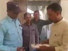 भाजपा ने हरदोई के सांसद अंशुल वर्मा का काटा टिकट, तो उन्होंने BJP ऑफिस के चौकीदार को सौंपा इस्तीफा