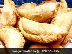 गुजिया बनाने की झटपट रेसिपी, इस Holi अपने हाथों से ऐसे बनाएं स्वादिष्ट Gujia
