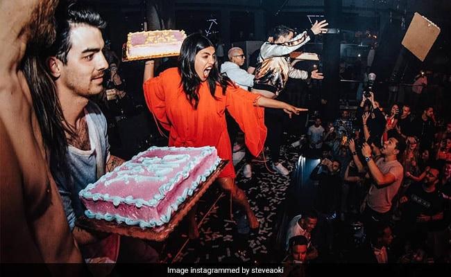 Watch Priyanka Chopra, Nick Jonas And Joe Jonas Throw Cakes At Concert Crowd In Miami