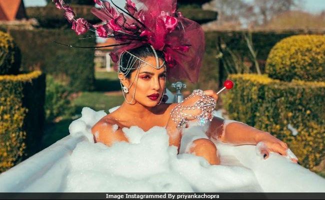 प्रियंका चोपड़ा ने शेयर की 'ग्लैम बाथ' फोटो, निक जोनास के लिए कही ये बात- Pics वायरल