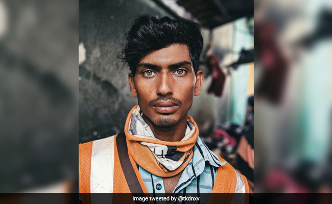 Bangladeshi Worker's Photo Goes Viral, Twitter Reminded Of 'Afghan Girl'