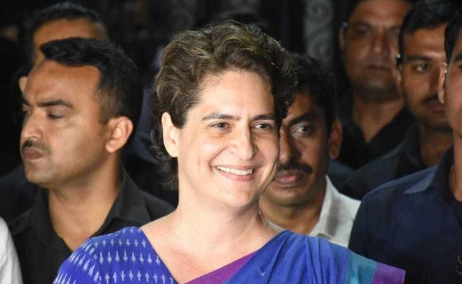 प्रियंका गांधी जब कार्यकर्ताओं से मिली तो पूछ बैठीं, 'चुनाव की तैयारी कैसी चल रही है? इस वाले की नहीं...'