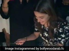 आलिया भट्ट ने एक साथ काटे तीन केक, बर्थडे सेलिब्रेशन का Video हो रहा वायरल