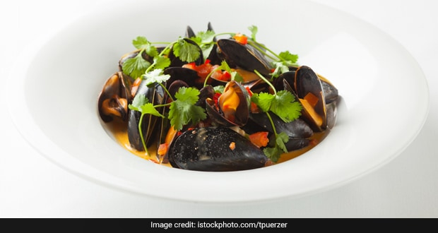 Blush Curry Mussels