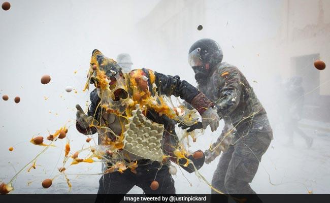 इंडिया की रंग वाली Holi छोड़िए, इन देशों में होती है कीचड़, टमाटर, आटा और अंडों की होली