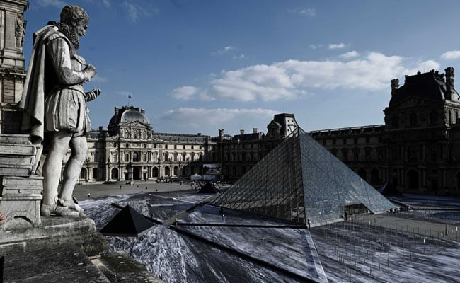 French Artist Promises Latest Work Will Reveal Louvre Pyramid's 'Secret'