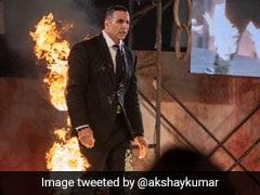 अक्षय कुमार ने टशनबाजी में खुद को लगाई आग, गुस्साई ट्विंकल बोलीं- घर आओ...तुम्हारी जान ले लूंगी...देखें Video