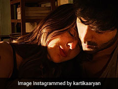 कार्तिक आर्यन के कंधे पर सिर रखकर सोती नजर आईं सारा अली खान, वायरल हुई Photo