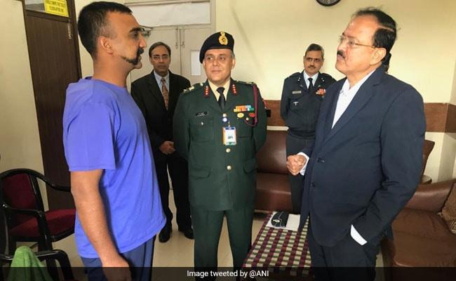 Minister Subhash Bhamre Meets Wing Commander Abhinandan Varthaman