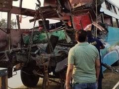 यमुना एक्सप्रेसवे पर बड़ा हादसा, डबल डेकर बस एक खड़े ट्रक से टकराई, 8 की मौत 30 घायल
