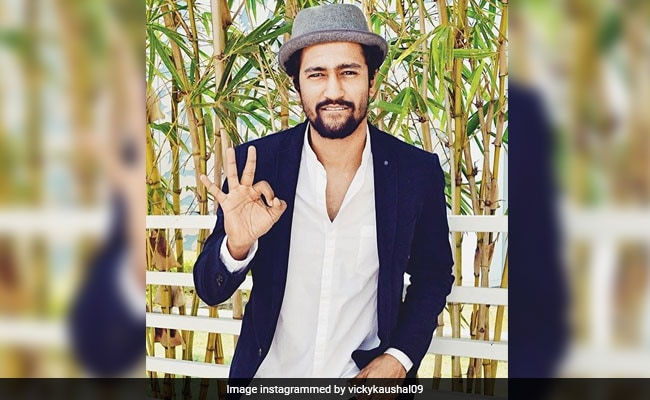 The LOL Reason Vicky Kaushal Spent Shah Rukh Khan's Diwali Party 'Hiding In A Corner'
