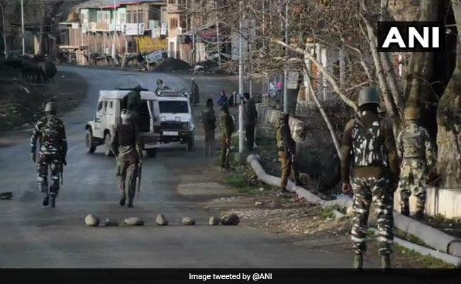 जम्मू-कश्मीर में सुरक्षाबलों ने दो आंतकियों को मार गिराया, दोनों ओर से जारी फायरिंग