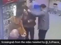 नशे में धुत शख्स ने किया कुछ ऐसा, महिला ने मुक्के मार-मारकर किया ऐसा हाल, देखें VIDEO