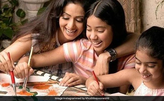Happy Birthday Janhvi Kapoor: जाह्नवी कपूर की 20 तस्वीरें, मां श्रीदेवी संग कुछ ऐसी थी खास बॉन्डिंग