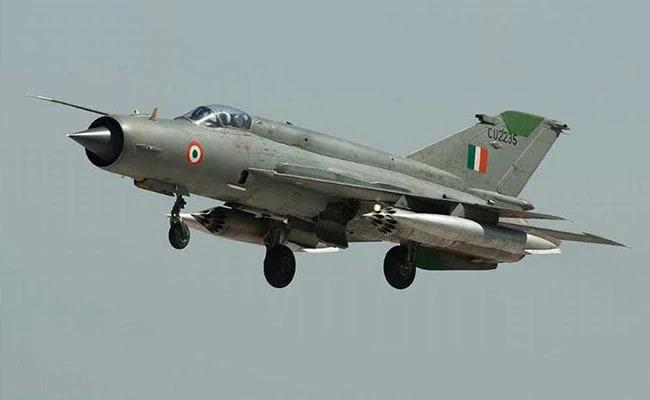 वायुसेना का मिग-21 विमान राजस्थान के बीकानेर में हुआ क्रैश, पायलट सुरक्षित निकला