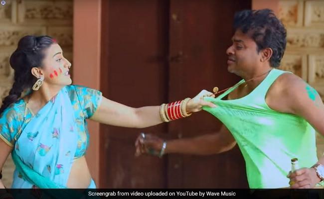 अक्षरा सिंह ने होली में यूं उड़ाया गुलाल, भोजपुरी गाने 'होली में FIR' ने उड़ाया गरदा- देखें Video