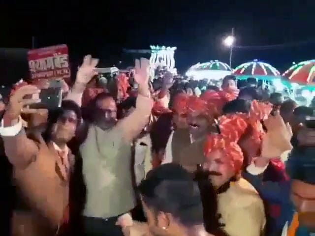 Video : Jabalpur Top Cop Dances With Minister On Video. BJP Wants Him Removed