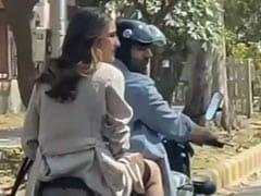 दिल्ली की सड़कों पर सारा अली खान को बाइक पर घुमाते दिखे कार्तिक आर्यन, Video हुआ वायरल