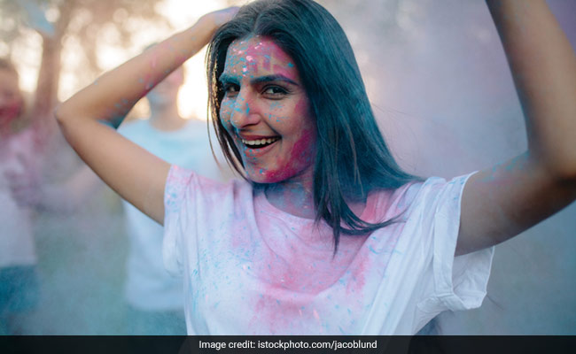 Holi 2019: 7 Amazing Hair Oils That Will Prevent The Colour From Setting In