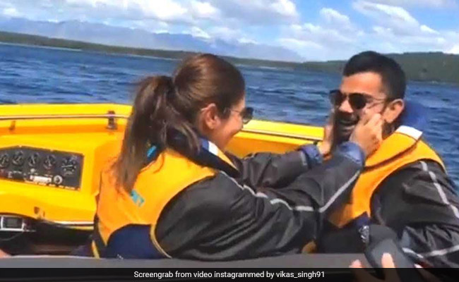 विराट कोहली के गाल खींचने के बाद अनुष्का शर्मा ने किया कुछ ऐसा, वायरल हुआ VIDEO