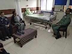 विंग कमांडर अभिनंदन वर्धमान से मिलीं रक्षा मंत्री निर्मला सीतारमण, घंटे भर चली मुलाकात...