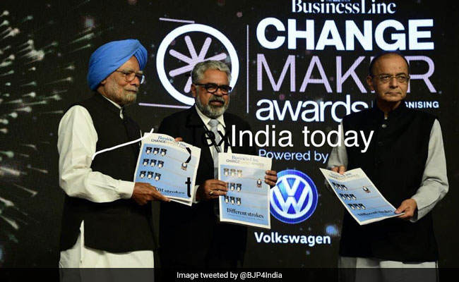 After Arun Jaitley Gets Award From Manmohan Singh For GST, A BJP Jibe