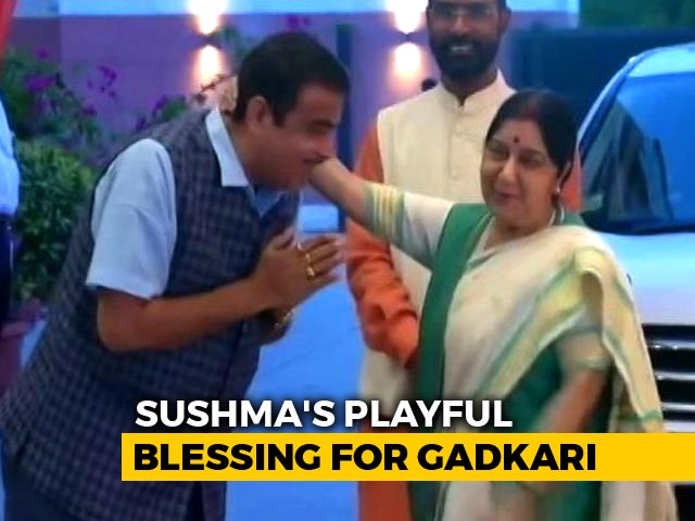 Video : Video: Sushma Swaraj's Playful Blessing For Nitin Gadkari At BJP HQ