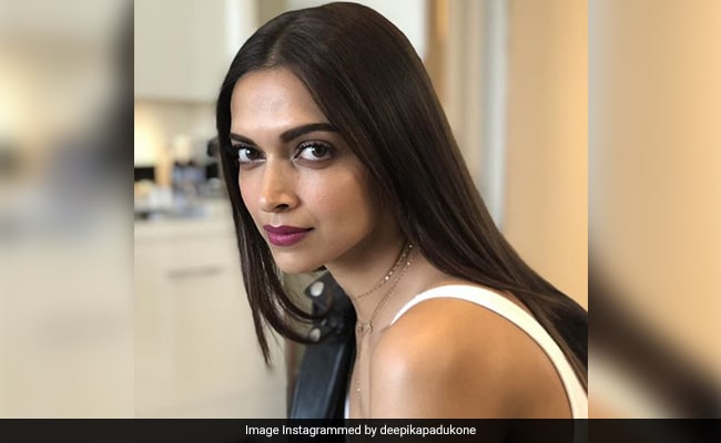 Deepika Padukone Writes 'Sorry To Let You Down' On Fan Page After Losing Filmfare Best Actress Award
