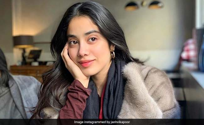 Janhvi Kapoor Reveals What It Was Like To See Madhuri Dixit In Sridevi's Spot In Kalank