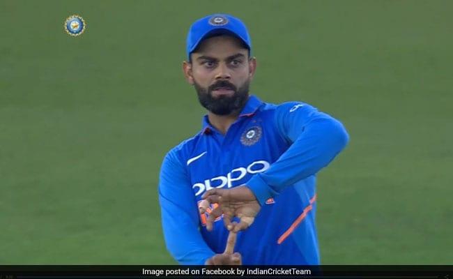 रोहित शर्मा ने उड़ाए Stumps, देखकर विराट कोहली ने हंसते हुए किया ऐसा इशारा, देखें VIDEO