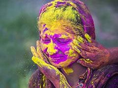 Happy Holi 2019: होली को मुगल काल में कहा जाता था 'ईद-ए-गुलाबी', जानें Holi से जुड़ी सभी मान्यताएं